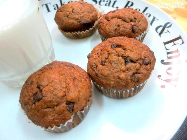 banana walnut choco muffins