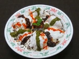Dahi Vada / Dahi Bhalla / Lentil Dumplings in Yoghurt