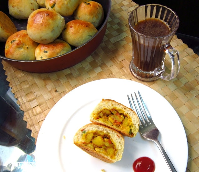 eggless stuffed masala buns