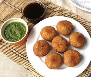 Aloo Kachori / Potato Puffs