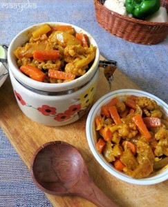 Gobhi, Gajar aur Shalgum ka Achar / Punjabi Mix Vegetable Pickle