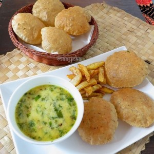 Adrak ki Sabzi and Dhaniya Poori / Ginger stew and puffed spiced bread